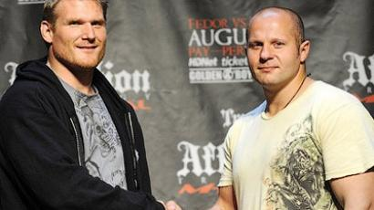 Josh Barnett (L) shakes hands with Fedor Emelianenko (AFP PHOTO/Emmanuel Dunand)