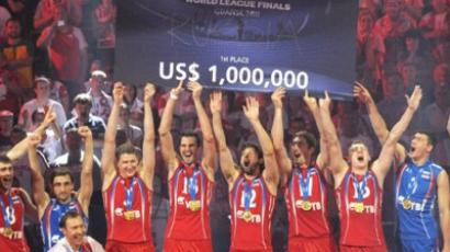 Russia's players hold a check for 1,000,000 USD after winning the gold medal of the Volleyball World League in Gdansk (AFP Photo / Janek Skarzynski)