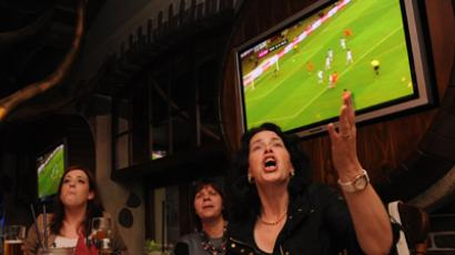 """Russian fans watch the broadcast of the EURO 2012 match at the """"Samalyot"""" club on Presnensky Val. (RIA Novosti / Syisoev)"""