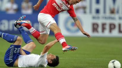 Dynamo Moscow's Marko Lomic (L) loses the ball to Aiden McGeady of Spartak Moscow (RIA Novosti / Evgeny Biyatov)
