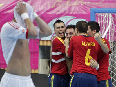 Spain's players celebrate after beating Russia during the quarter-finals match of the FIFA Futsal World Cup 2012 in Bangkok on November 14, 2012. (AFP Photo)