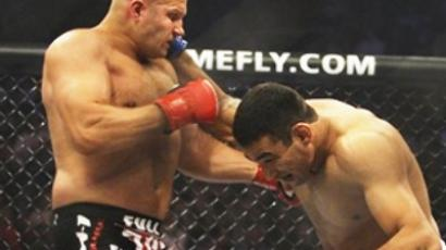 Fyodor Emelianenko (L) takes a punch from Fabricio Werdum