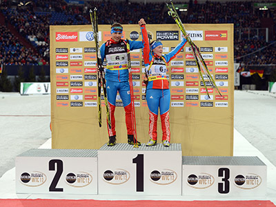 Anton Shipulin (R) and Ekaterina Yurlova of Russia celebrate after winning the event at the World Team Challenge Biathlon in the German city of Gelsenkirchen on December 29, 2012.  (AFP Photo/Patrick Stollarz)