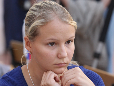 Russia beauty claims European chess crown