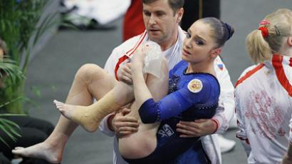Russia's Aliya Mustafina after getting injured at the European Championship on April 8, 2011 (RIA Novosti / Ilya Pitalev)
