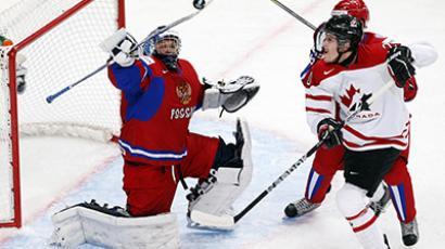 Canada's Brett Ritchie (R) battles for the puck with Russia's goalie Andrei Makarov (L) during the first period of their preliminary round game during the 2013 IIHF U20 World Junior Hockey Championship in Ufa, December 31, 2012. (Reuters/Mark Blinch)
