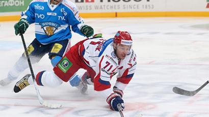 Russia's Ilya Kovalchuk (C) plays against Finland in Channel One Cup (RIA Novosti / Grigoriy Sokolov)