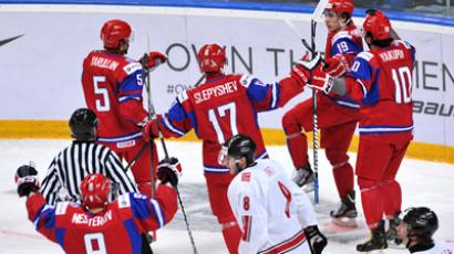 Russian juniors celebrate after beating Switzerland in ice hockey worlds quarterfinal (RIA Novosti / Alexey Kudenko)