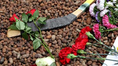 Flowers in front of the Czech embassy in Moscow in memory of the fallen Lokomotiv team. (Ria Novosti / Ilya Pitalev)