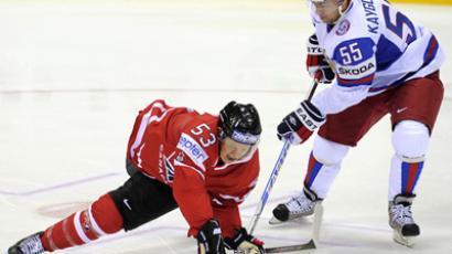 Aleksey Kaygorodov of Russia deprives Canada's Jeff Skinner of the puck (RIA Novosti / Grigoriy Sysoev)