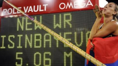 Elena Isinbayeva of Russia celebrates her new World Record in the Pole Vault at the Zurich IAAF Golden League athletics meeting on August 28, 2009 in Zurich.(Topshots/AFP Photo/Fabrice Coffrini)