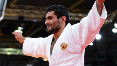 Russia's Arsen Galstyan celebrates after winning against Japan's Hiroaki Hiraoka at the London 2012 Olympic Games on July 28, 2012 in London (AFP Photo / Adrian Dennis)