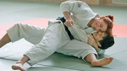 Madian Kazakova working on the mat (Image from bmsi.ru)