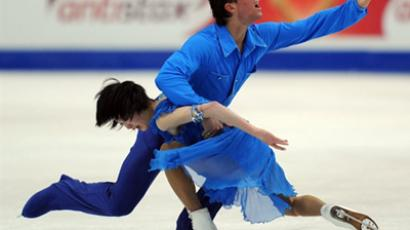 Yuko Kavaguti and Alexander Smirnov of Russia perform during their pairs free program (AFP Photo / Yuri Kadobnov)