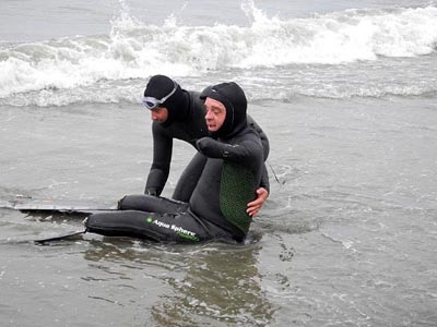 Limbless swimmer links all continents