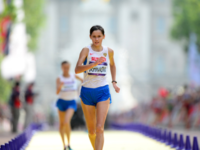 Russia's Elena Lashmanova competes to win the women's 20km walk at the athletics event of the London 2012 Olympic Games on August 11, 2012 in London (AFP Photo / Martin Bureau)