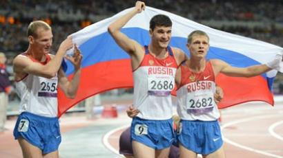 Paralympic gold medalist, Russia's Yevgeny Shvetsov, right, after finishing the 400-meter race at the men's athletics competition at the 14th Summer Paralympics in London. From left: Russian athletes Artem Arefyev and Aleksei Zhirnov. (RIA Novosti/Iliya Pitalev)