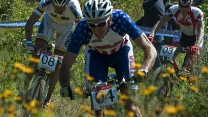 Extreme mountain bikers storm Moscow slope (VIDEO)