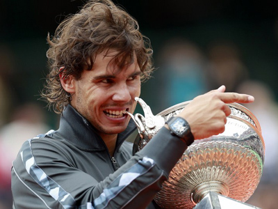 Rafael Nadal celebrates with the trophy after winning the French Open, on June 11, 2012 in Paris (AFP Photo/Francois Guillot)
