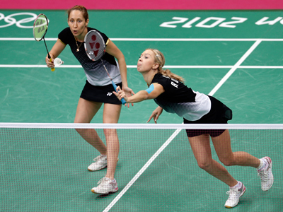 Russia's Valeria Sorokina (L) looks on as her teammate Nina Vislova returns a shot during their women's doubles badminton bronze medal match against Canada's Alex Bruce and Michele Li at the London 2012 Olympic Games at the Wembley Arena August 4, 2012 (Reuters / Bazuki Muhammad)