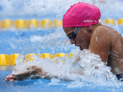 Russia's gold medalist Yuliya Efimova competes in the women's 50m breaststroke final at the European Swimming Championships in Budapest on August 15, 2010 (AFP Photo / Attila Kisbenedek)
