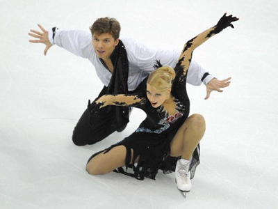 Ekaterina Bobrova and Dmitri Soloviev of Russia compete in the ice dance free dance programme during the ISU Grand Prix of Figure Skating 2011 in Shanghai on November 5, 2011 (AFP Photo / Peter Parks)