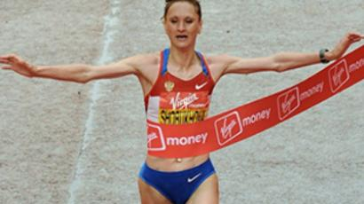 UK, London: Liliya Shobukhova of Russia crosses the finish line to win the womens section of the 2010 London Marathon on April 25, 2010. (AFP Photo / Ben Stansall)