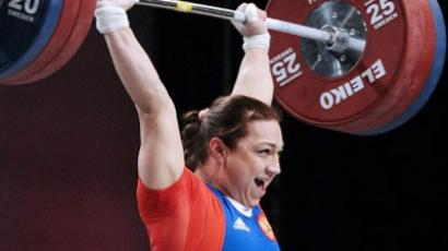 Weightlifting girl sets another world record