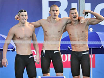 Hungary, Budapest : Russian swimmers celebrate as they won the men's 4X100m freestyle final at the European Swimming Championships in Budapest on August, 9, 2010.  (AFP Photo / Joe Klamar)