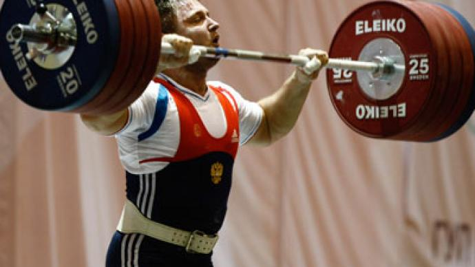Russian weightlifter breaks clean and jerk world record ...