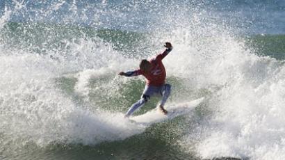 Kelly Slater surfing (AFP Photo / Kirstin Scholtz)