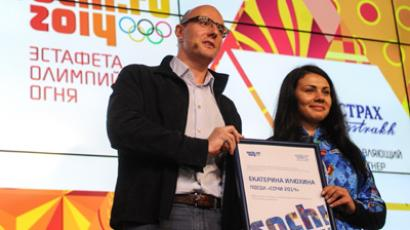 President of the Sochi 2014 Organizing Committee Dmitry Chernyshenko and Russian snowboarder Yekaterina Ilyukhina at the presentation of the Olympic torch relay route for Sochi-2014 in Moscow (RIA Novosti / Vladimir Astapkovich)
