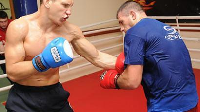 Vyacheslav Vasilevsky  (L) (Image from mixfight.ru)