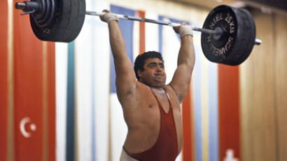 Big weight kills bench press record holder