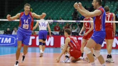 Serbia's players celebrate as they win their Volleyball World Championships third round match agaisnt Russia on October 5, 2010 in Florence (AFP Photo / Fabio Muzzi)