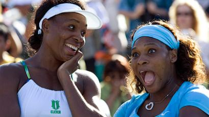 The top fashion freaks of tennis, sisters Venus (L) and Serena Williams. (Reuters/Kim White)