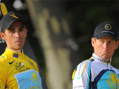 Alberto Contador and Lance Armstrong (R) (AFP Photo/Patrick Hertzog)