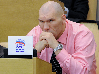 Valuev against equalling fighters' fists to fire arms