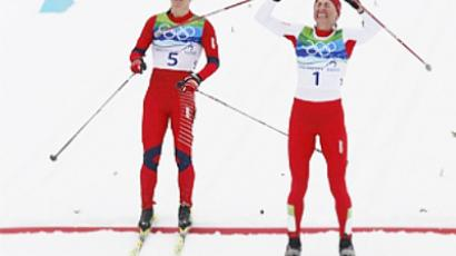 Poland's Justyna Kowalczyk celebrates as she crosses the finish line ahead of Norway's Marit Bjoergen (L) to win the women's 30 km mass start classic cross-country final at the Vancouver 2010 Winter Olympics in Whistler, British Columbia, February 27, 2010 (AFP Photo / Getty Images)
