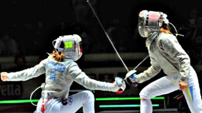 Russia's Ekaterina Diatchenko  fights with Ukraine's Olena Khomrova during the final of the Women's Team Sabre competition (AFP Photo / Giuseppe Cacace)