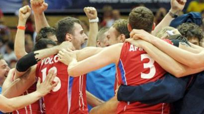 Russia's players celebrate after winning the gold medal of the Volleyball World League (AFP Photo / Janek Skarzynski)