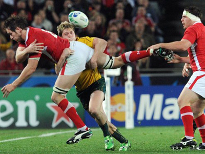 Wales' Ryan Jones is tackled by Australian Wallabies right wing James O'Connor during the 2011 Rugby World Cup bronze match at Eden Park Stadium in Auckland (AFP Photo / Gabriel Bouys)