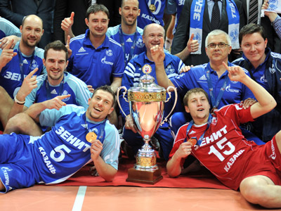 Zenit players celebrating their victory in the third match of the final series of the men's Volleyball Super League held between VC Zenit Kazan and Dynamo Moscow. (RIA Novosti / Vladimir Pesnya)