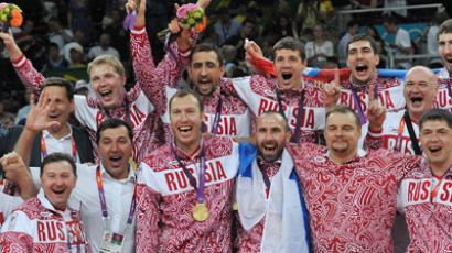 Russian players at the awarding ceremony after winning in the men's volleyball final match at the London 2012 Olympic Games (RIA Novosti / Vladimir Pesnya)