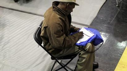 A man looking for work fills out an application from a potential employer at the Brooklyn Job Fair on April 13, 2011 (AFP Photo / Getty Images)