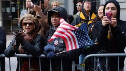 People watch the Veterans Day Parade on November 11, 2011 in New York City. (Spencer Platt/Getty Images/AFP)