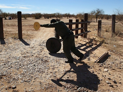 Arizona attempts crowd-funding for new border fence