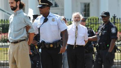 Police arrest protesters demonstrating infront of the White House (AFP Photo)