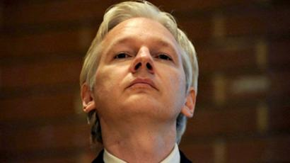 UK, London : WikiLeaks founder Julian Assange attends a debate on the subject of whistle-blowing with prominent public figures on secrecy and transparency issues at Kensington Town hall in central London on April 9, 2011. (AFP Photo / Carl Court)