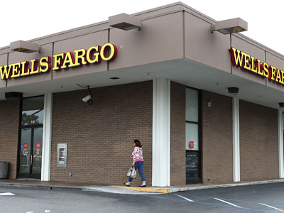 A customer enters a Wells Fargo Bank branch office.(AFP Photo / Justin Sullivan)